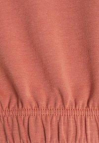 Pieces Maternity - PCMLINSA HOODIE LOUNGE - Sweatshirt - desert sand - 2