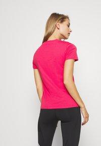 adidas Performance - ESSENTIALS SPORTS SLIM SHORT SLEEVE TEE - Camiseta estampada - powerpink/signalpink - 2