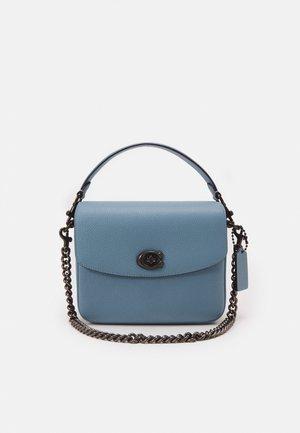 POLISHED PEBBLED CASSIE CROSSBODY - Handbag - azure