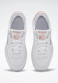 Reebok Classic - CLUB C DOUBLE - Zapatillas - white/white/ruscly - 6