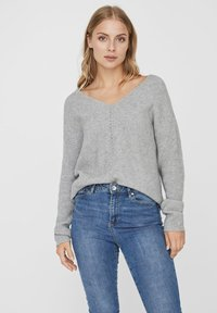 Vero Moda - V-AUSSCHNITT - Jumper - light grey melange - 0