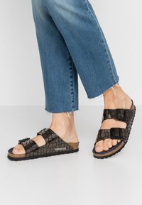 Birkenstock - ARIZONA - Slippers - gator gleam black - 0