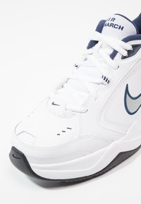 Nike Sportswear - AIR MONARCH IV - Sneakers - white/metallic silver - 5