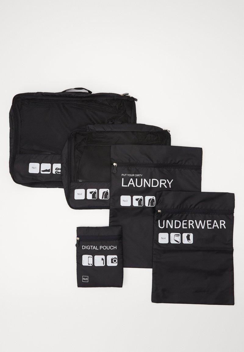 Urban Classics - TRAVELLER LAUNDRY SET - Wash bag - black