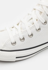 Converse - CHUCK TAYLOR ALL STAR UNISEX - Sneakersy wysokie - vintage white/egret/black - 5