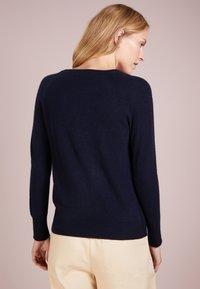 pure cashmere - CLASSIC CREW NECK  - Strickpullover - navy - 2