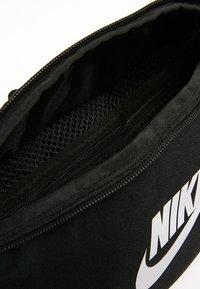 Nike Sportswear - HERITAGE HIP PACK - Bæltetasker - black/white - 7
