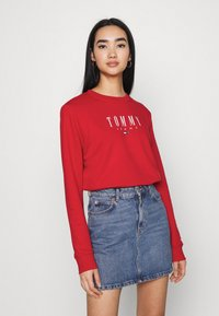 Tommy Jeans - REGULAR ESSENTIAL LOGO - Sweatshirt - deep crimson - 0