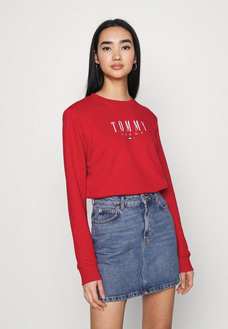 Tommy Jeans - REGULAR ESSENTIAL LOGO - Sweatshirt - deep crimson