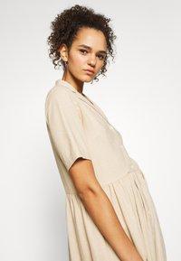 PIECES Tall - PCMILRED DRESS TALL - Vestido informal - warm sand - 3
