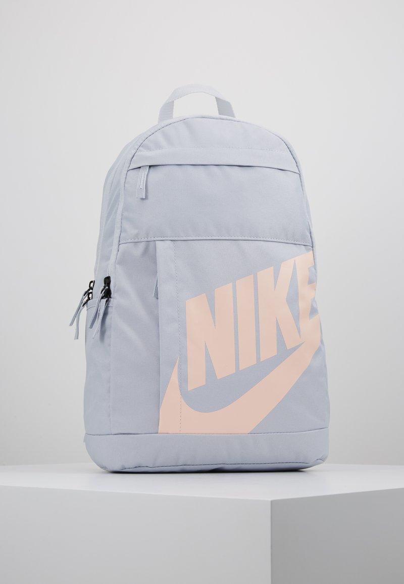 Nike Sportswear - ELEMENTAL UNISEX - Reppu - sky grey/sky grey/washed coral