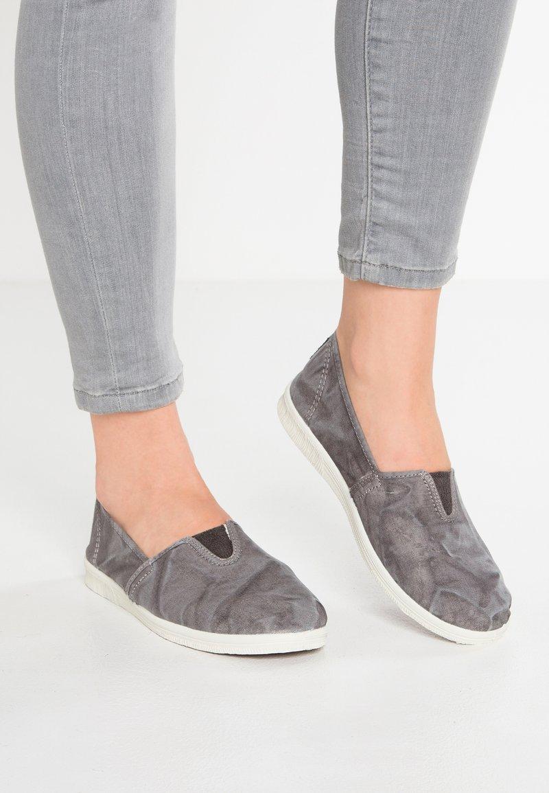 Natural World - Nazouvací boty - gris