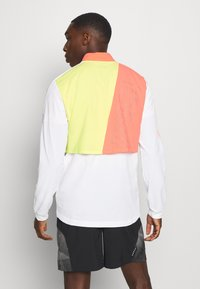 Puma - RUN LITE ULTRA JACKET - Sports jacket - white/energy peach/fizzy yellow - 2