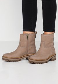 Timberland - COURMAYEUR VALLEY  - Classic ankle boots - taupe - 0