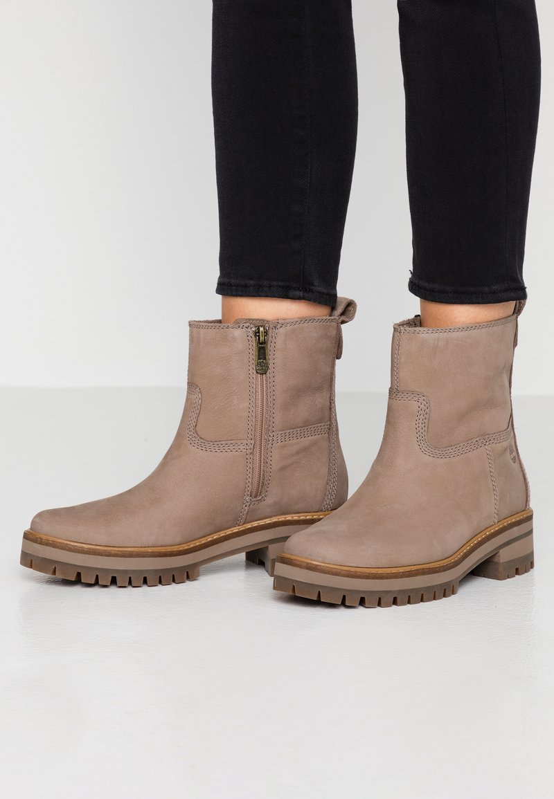 Timberland - COURMAYEUR VALLEY  - Classic ankle boots - taupe
