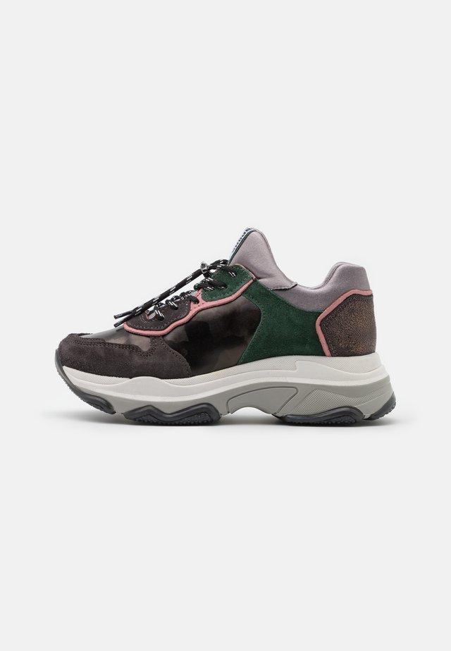 BAISLEY - Sneakers laag - asphalt/gunmetal/pink