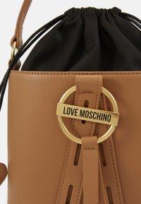 Love Moschino - BORSA NATURALE - Torebka - camel - 5