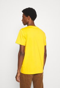 Selected Homme - SLHNORMAN O NECK TEE  - T-shirt basic - mango mojito - 2