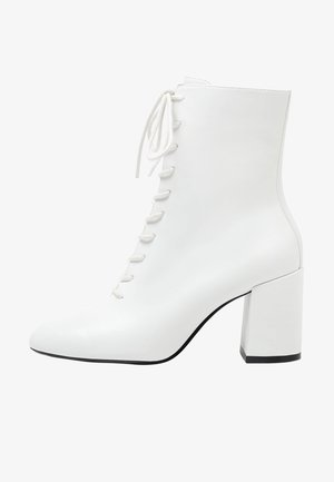 MIT SCHNÜRUNG - Lace-up ankle boots - white