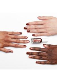 Essie - EXPRESSIE - Nail polish - 270 misfit right in - 1