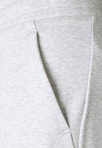 Tommy Hilfiger - CUFFED FLAG LOGO - Spodnie treningowe - white - 6