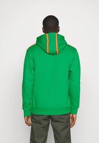 Jordan - HOODIE - Sweatshirt - lucky green/track red - 2