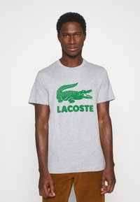 Lacoste - T-shirt med print - silver chine - 0