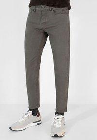 Scalpers - FIVE POCKETS PANTS - Trousers - khaki - 0