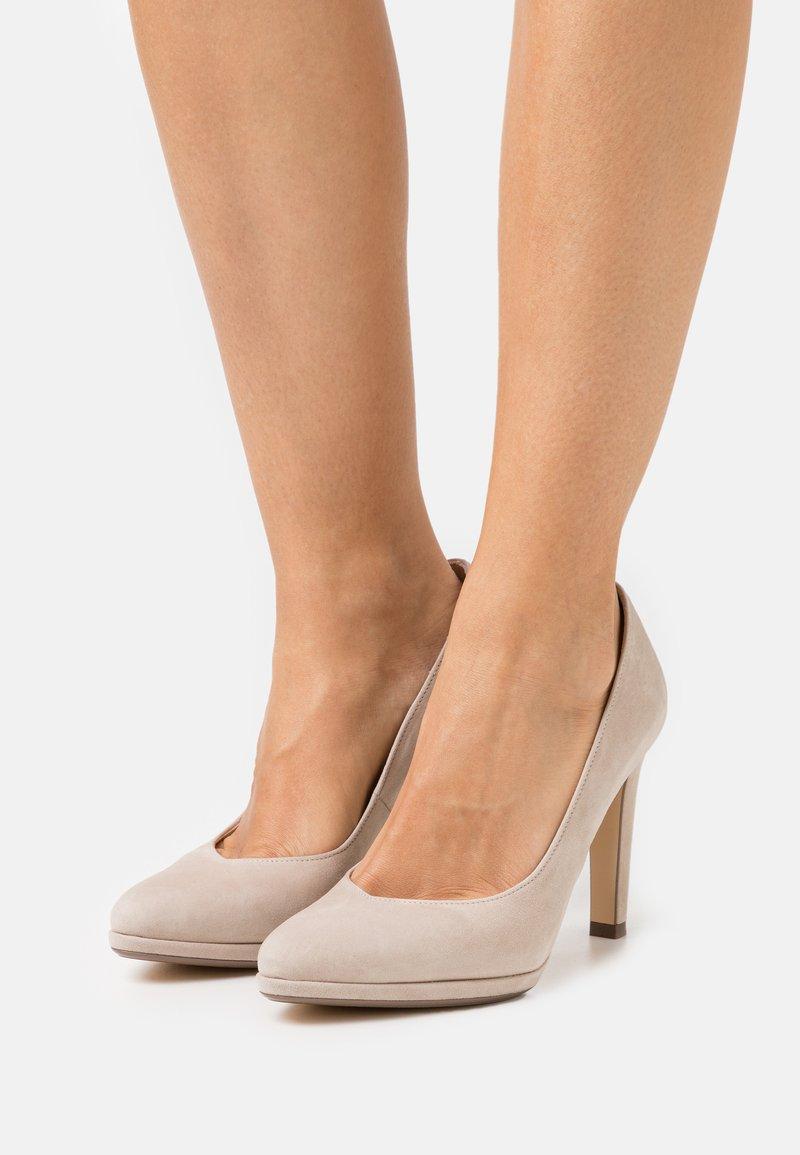Peter Kaiser - HERDI - Classic heels - sand