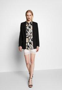 Vila - VIOFFICIAL - Shorts - snow white - 1