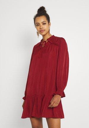 VIDREAMY SHIRT DRESS - Day dress - red dahlia