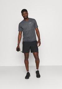Nike Performance - RUN MILER  - Print T-shirt - black heather/silver - 1