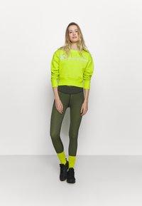 Champion - CREWNECK LEGACY - Sweatshirt - neon yellow - 1