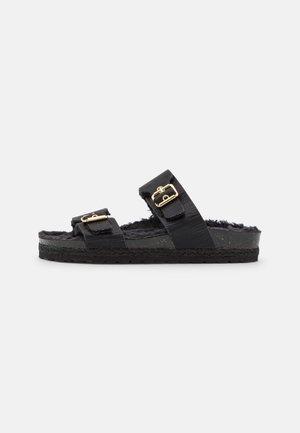 CLAQ - Pantofle - noir