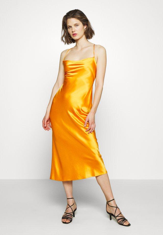 SERPAPHINE LACE UP MIDI DRESS - Kjole - tangerine