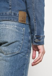 Only & Sons - ONSCOME LIFE TRUCKER - Jeansjacka - blue denim - 5