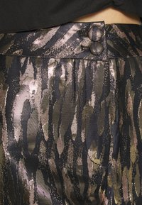 Fashion Union - DISA TROUSER - Pantalon classique - gold - 4