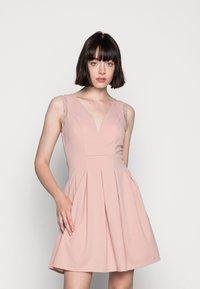 WAL G. - SKATER DRESS - Žerzejové šaty - blush pink - 0
