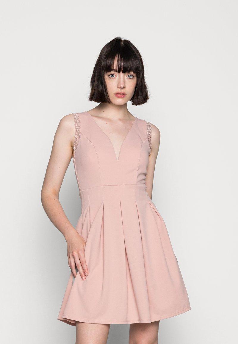 WAL G. - SKATER DRESS - Žerzejové šaty - blush pink