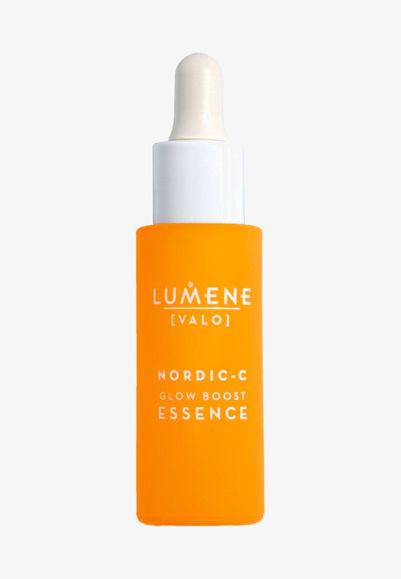 Lumene - NORDIC C [VALO] GLOW BOOST ESSENCE - Serum - -