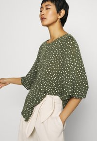 Kaffe - KABILLIE AMBER BLOUSE - Blouse - grape leaf/chalk - 3