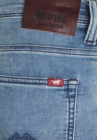 Mustang - CHICAGO  - Denim shorts - denim blue - 2