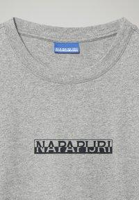 Napapijri - S-BOX  - Print T-shirt - medium grey melange - 2
