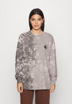 TIE DYE SKATE TEE - T-shirt à manches longues - grey