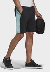 adidas Originals - Shorts - black - 3