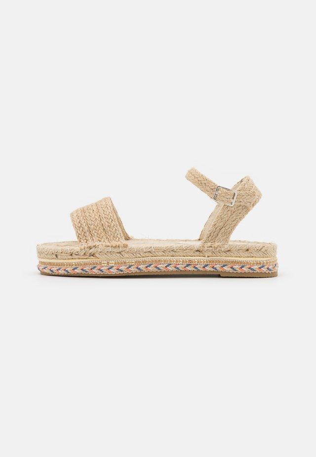 EMBROIDERED BASE - Sandales à plateforme - natural