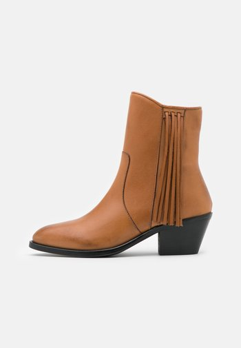 BOOTS - Cowboy/biker ankle boot - biscuit