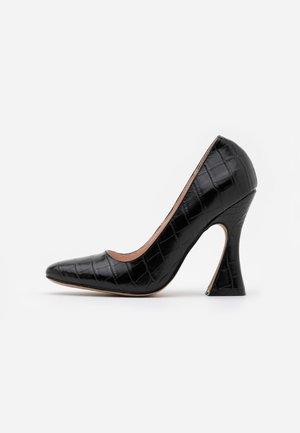 AMIYAH - Zapatos altos - black