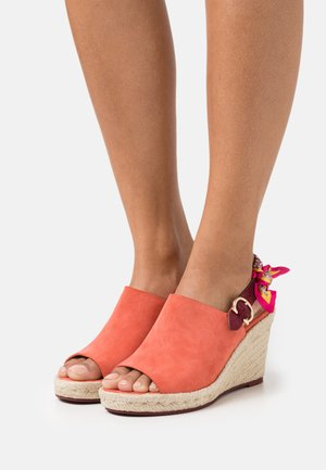 POPPY WEDGE - High heeled sandals - bright salmon