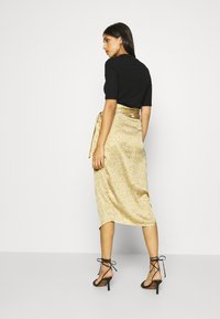 Never Fully Dressed - JASPRE DITSY PRINT SKIRT - Jupe portefeuille - gold - 2